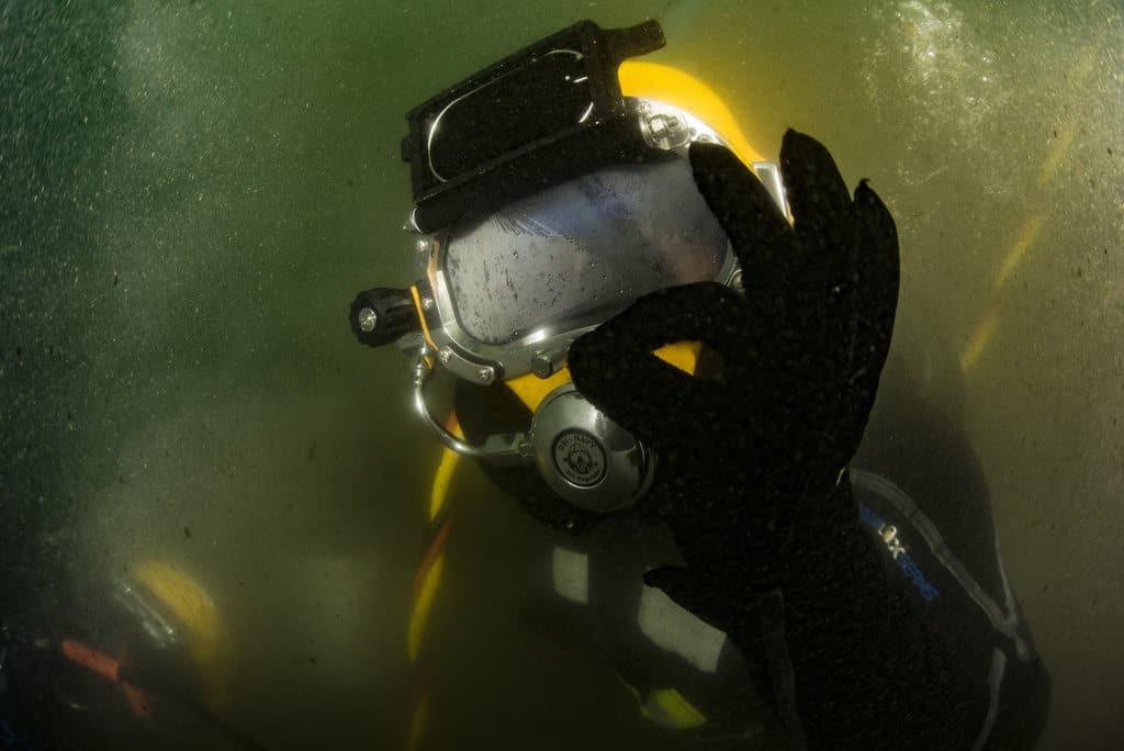 image of underwater welding ok sign
