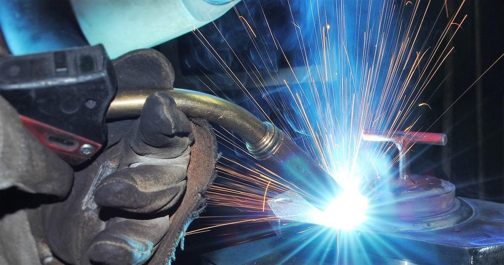 Welder using MIG torch