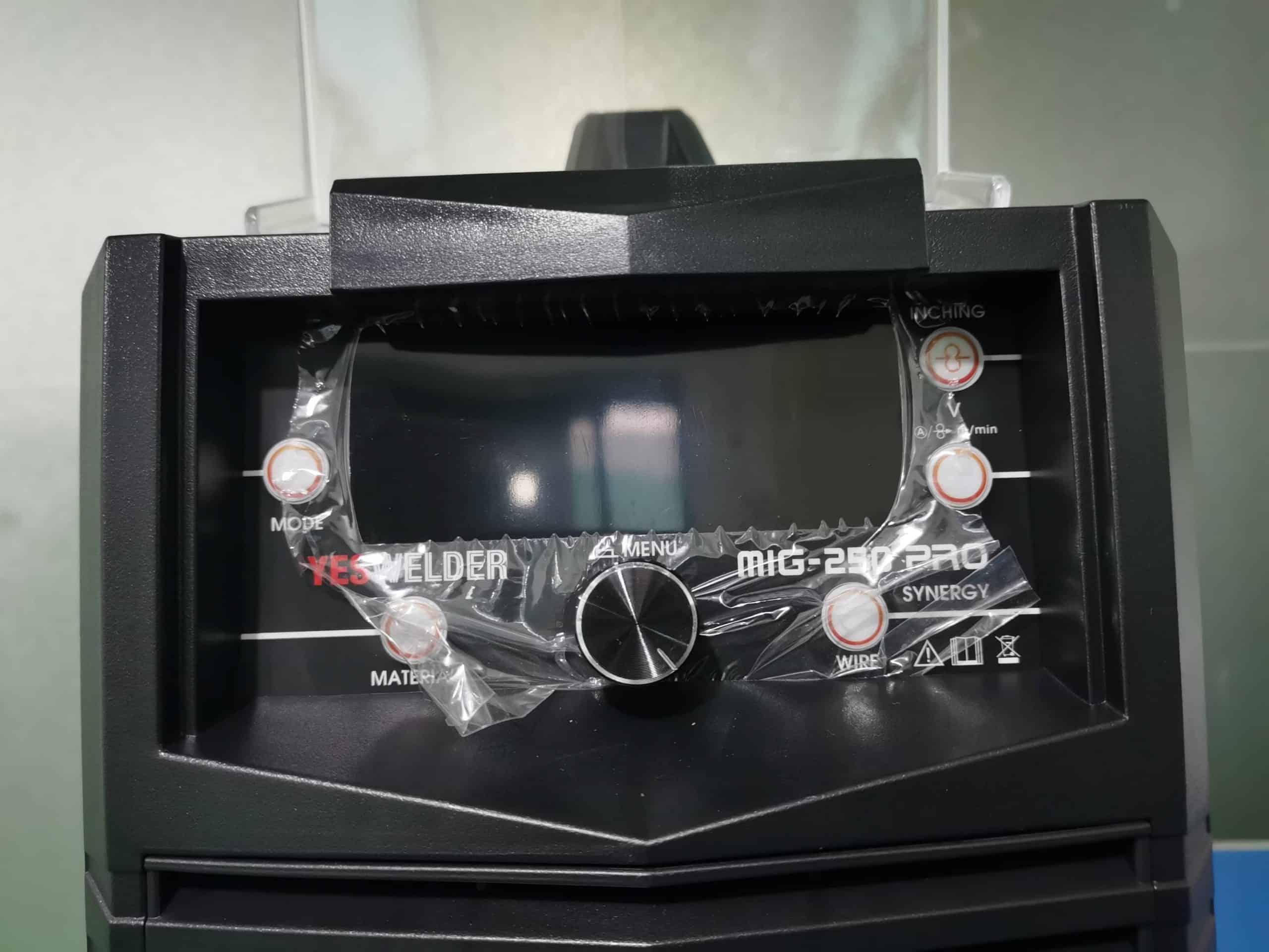 YesWelder MIG 250 display