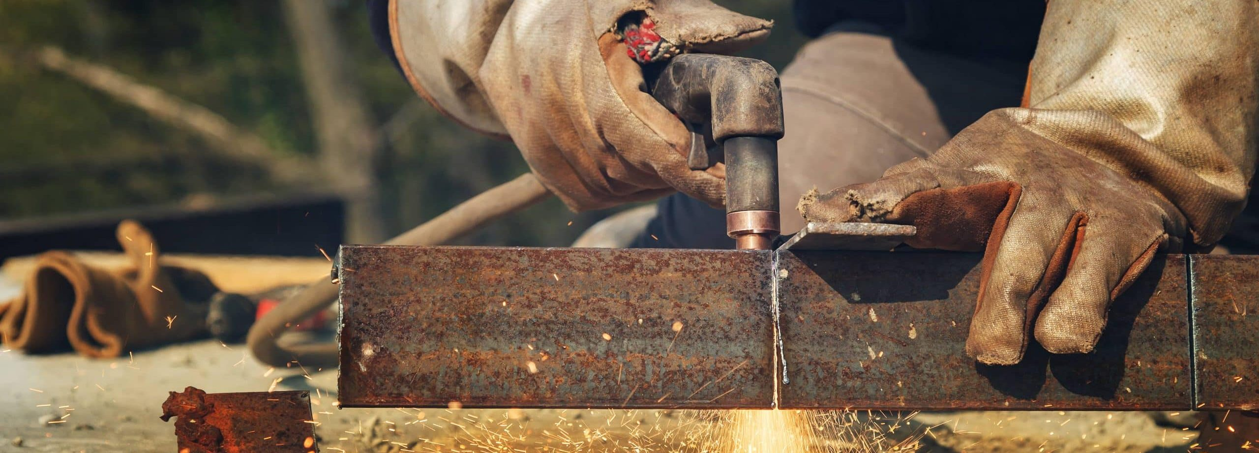 Plasma cutting of work pieces of steel structures from heavy steel plate(1)