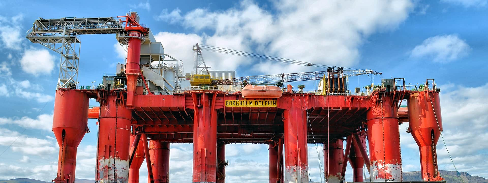 image of an oil rig