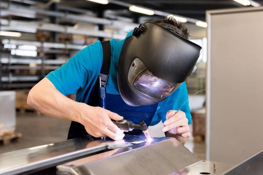 Image of a welding worker not wearing proper PPE